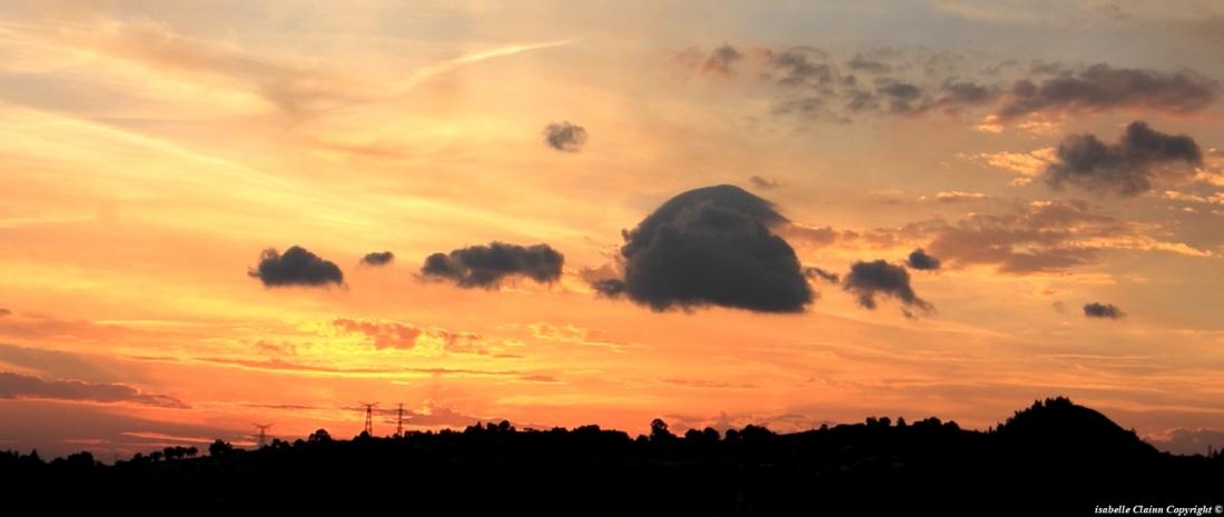 lever de soleil au loin.JPG