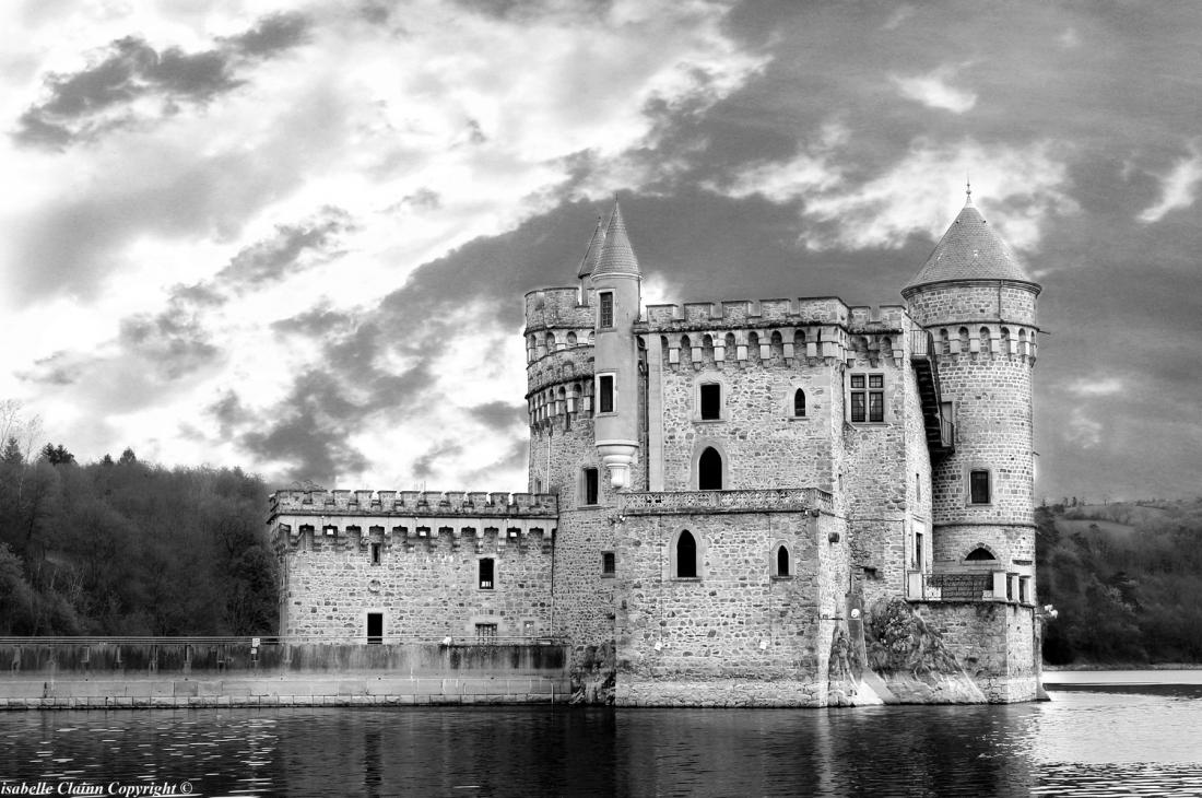 chateau de la roche en noir et blanc 2 f2p.jpg