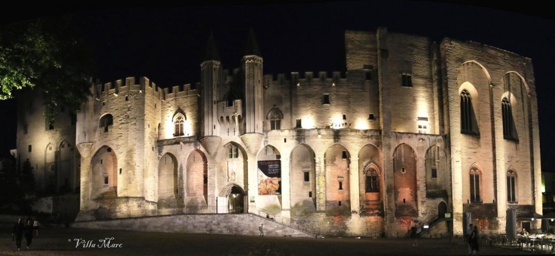 Palais entier de nuit.jpg