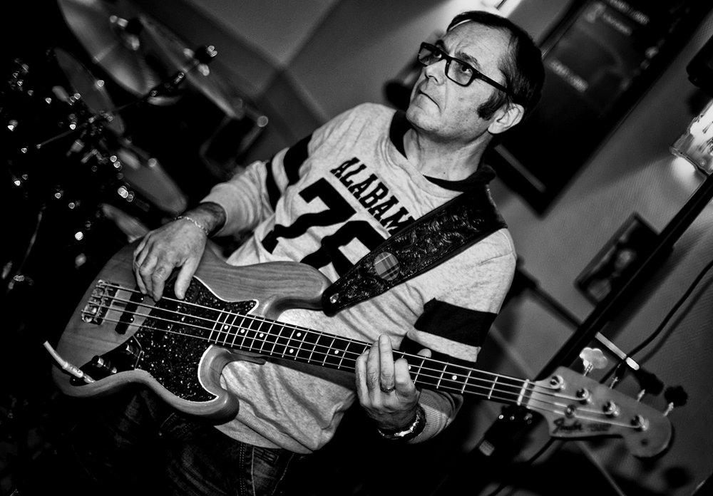 bassiste.thumb.jpg.32acafc64424003fe021180d5d701ad9.jpg