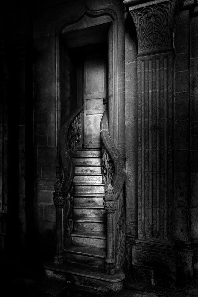 escalier.thumb.jpg.51a2b85a240e7c96119d7158c557b6c6.jpg