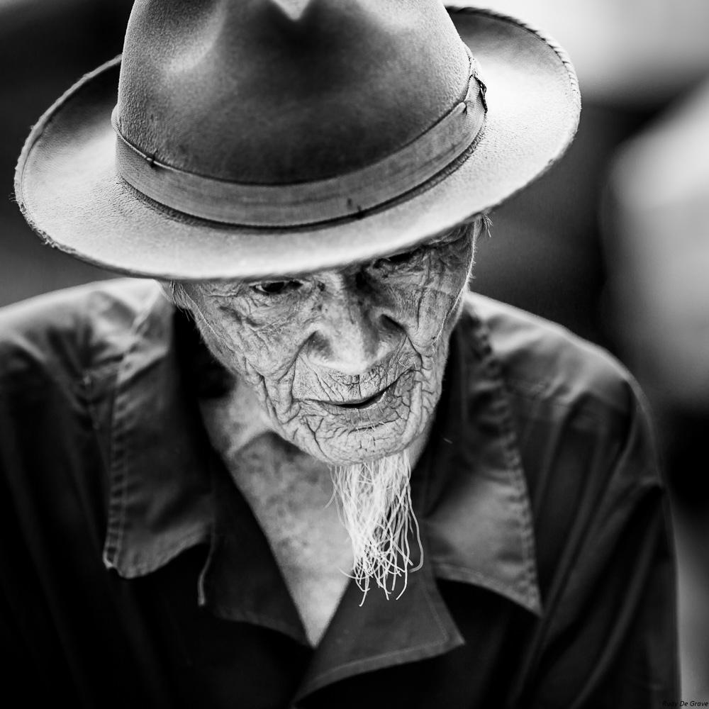 20-08-2017  Homme barbiche et chapeau REDUC-2.jpg