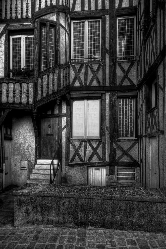 colombage noir et blanc.jpg