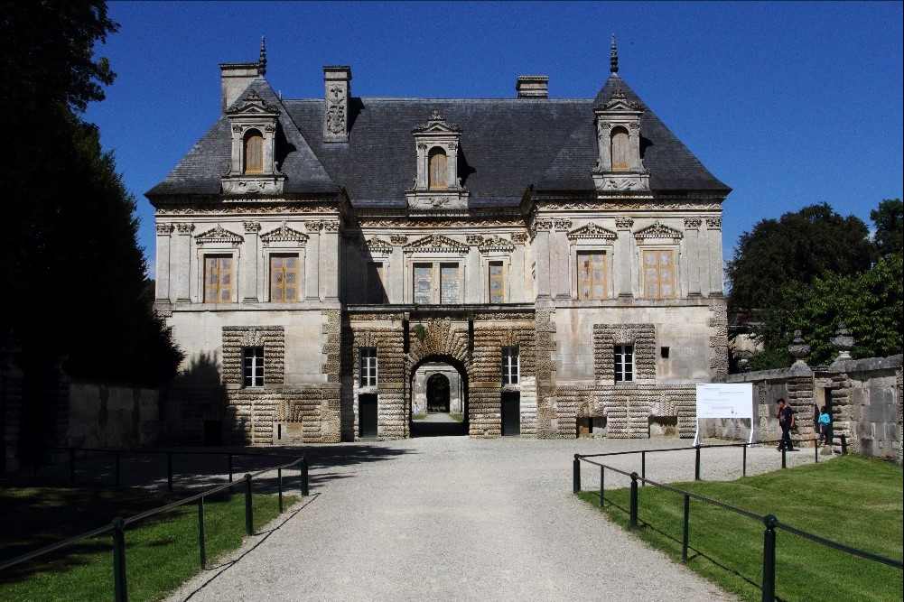 Ch de Tanlay  Yonne.jpg
