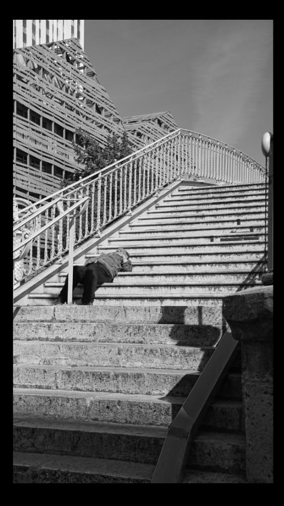 HOMME-sur-Marche.jpg.d3de44b88e547f606a4551f34e997517.jpg